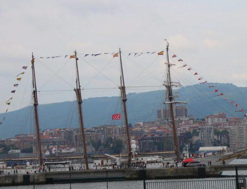 El «Juan Sebastián Elcano» en Getxo, sede de la empresa responsable de su última reforma